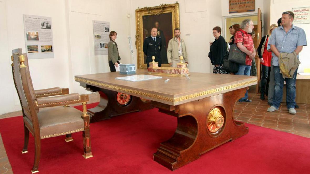 Hitlerův stůl na zámku v Bečově
