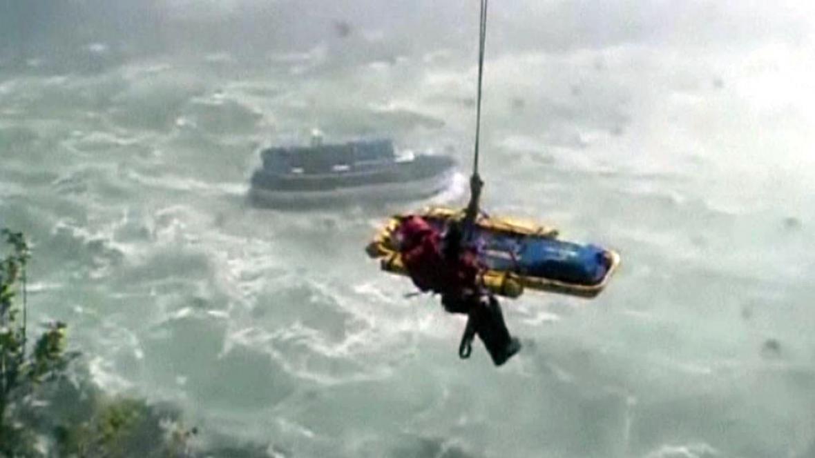 Záchrana sebevraha v Niagarských vodopádech