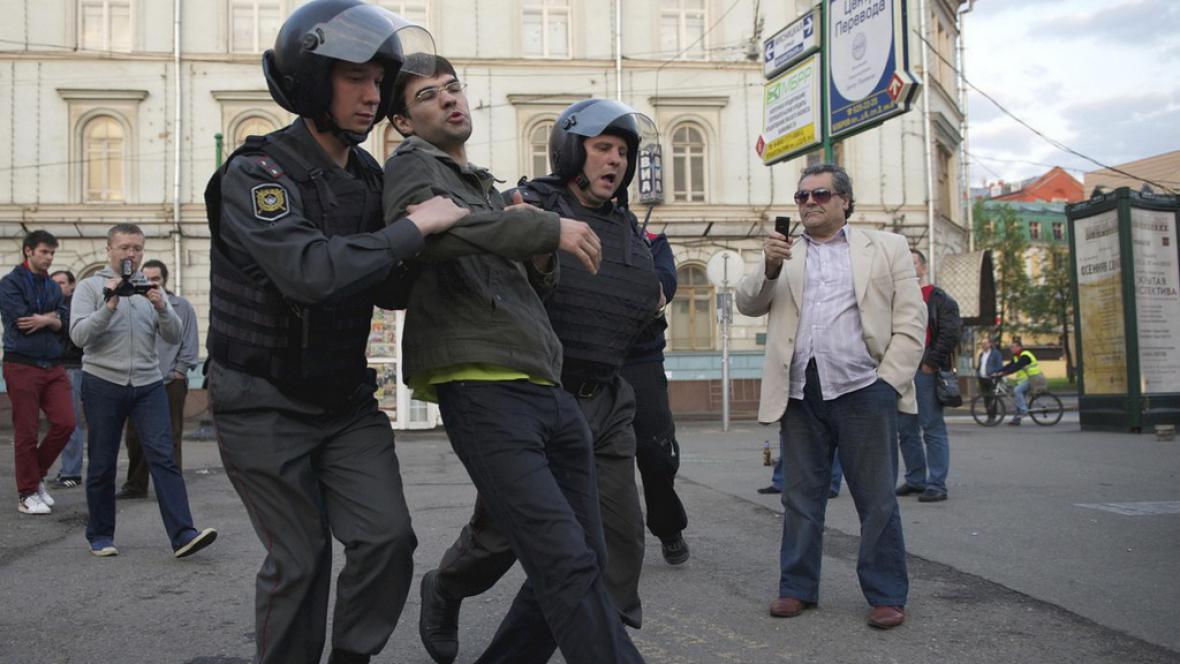 Policie rozehnala opoziční tábor v Moskvě
