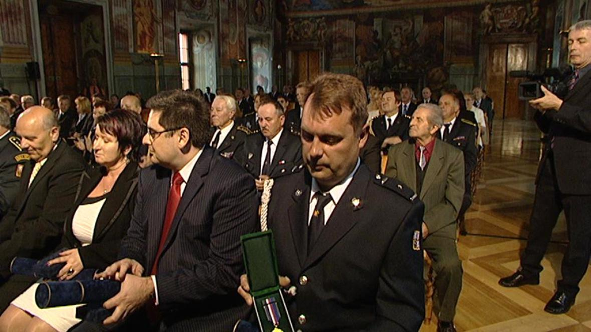 Hasič Miroslav Kropáček dostal medaili za statečnost