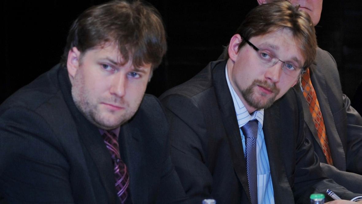 David Čermák (vlevo) při jednání s ministrem Dobešem