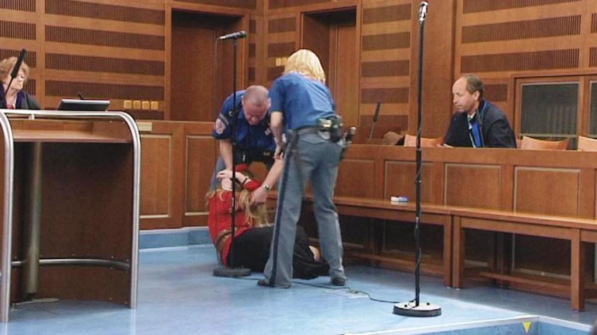 Odsouzená u soudu zkolabovala