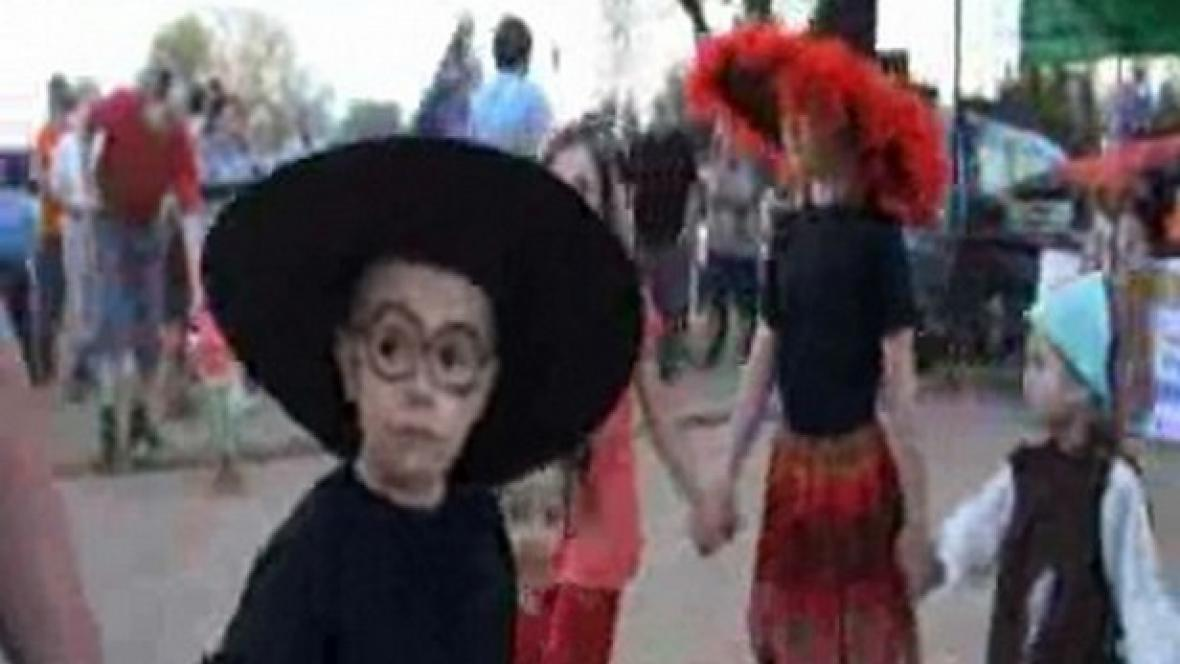 Malý čaroděj  slaví čarodějnice