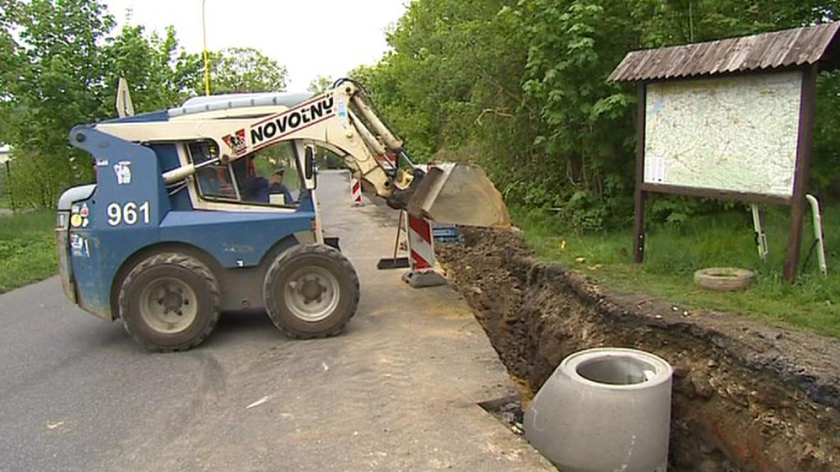 Stavba kanalizace v Raspenavě