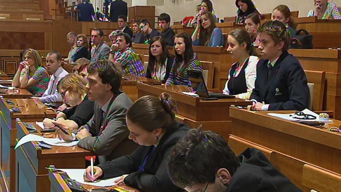 Debatní liga v Senátu