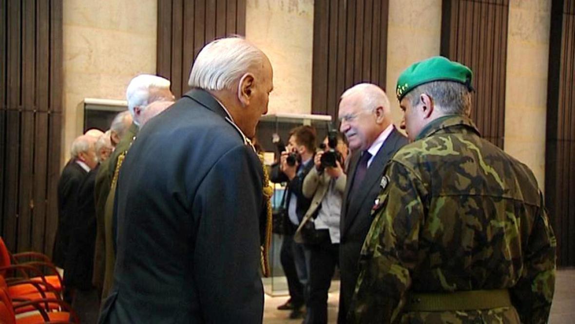 Prezident Klaus s válečnými veterány