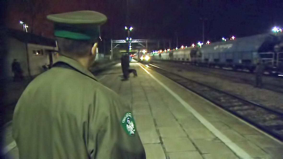 Polští celníci na přechodu Dorohusk