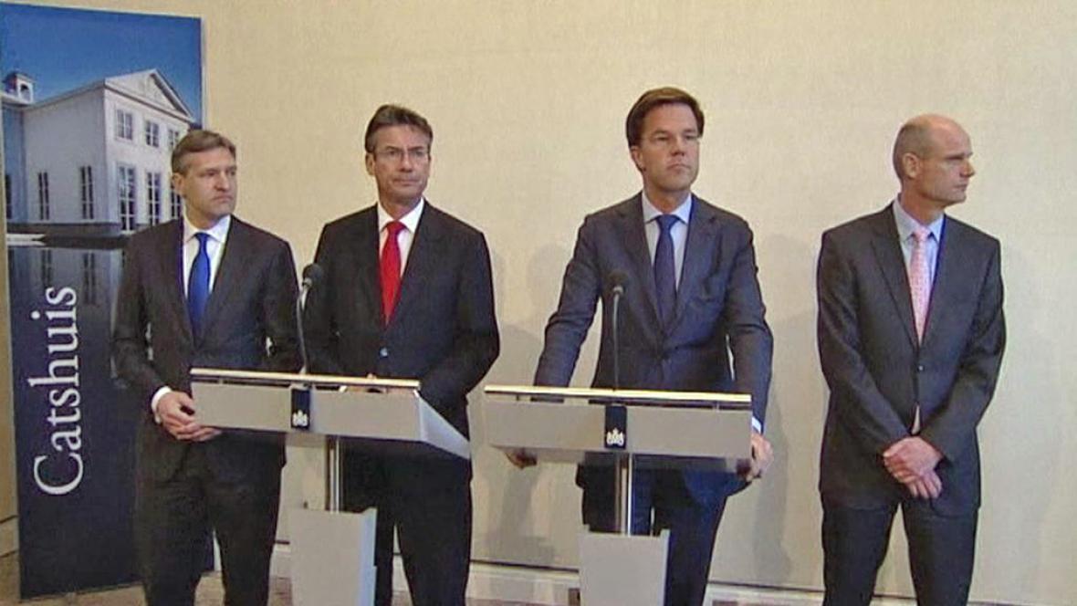 Nizozemský premiér Mark Rutte (druhý zprava)