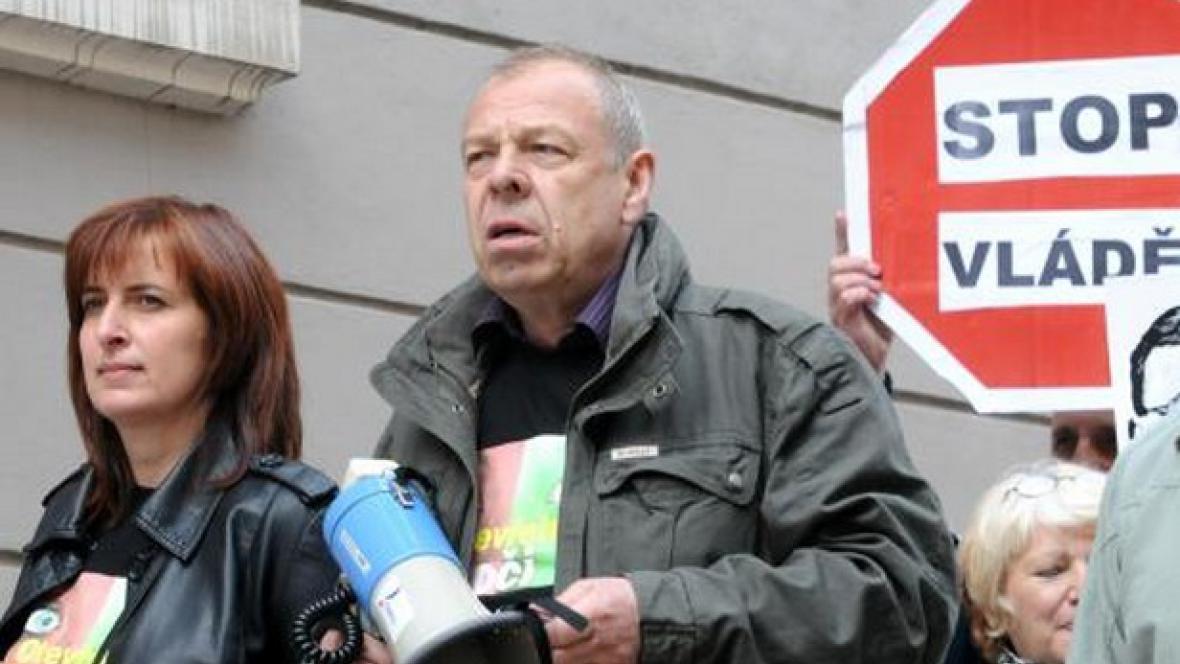 Jaroslav Zavadil na protivládní demonstraci