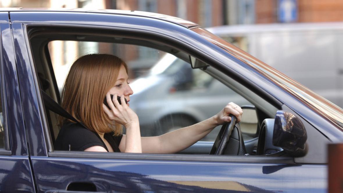 Telefonování za volantem
