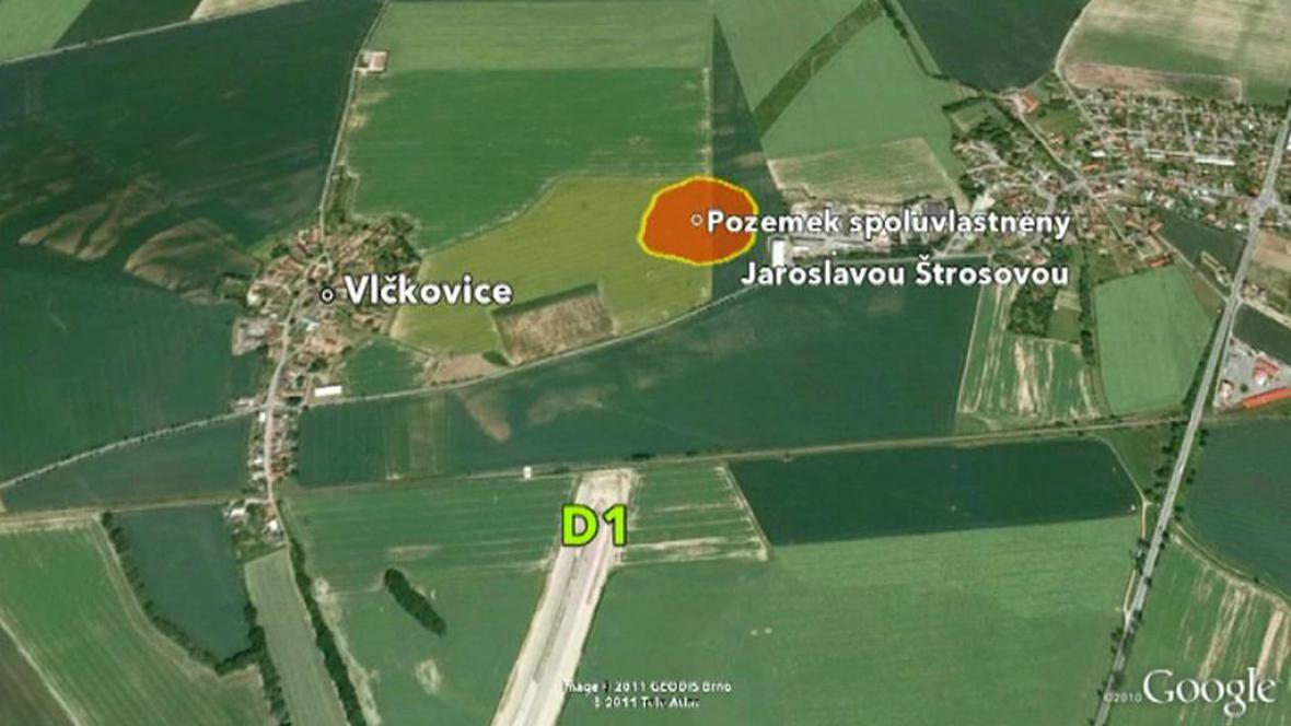 Pozemek bránící v dostavbě D11