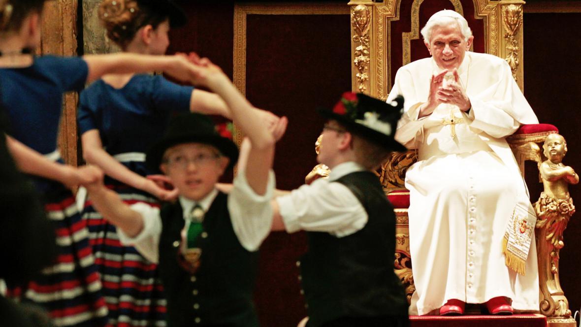 Benedikt XVI. oslavil 85. narozeniny v bavorském stylu