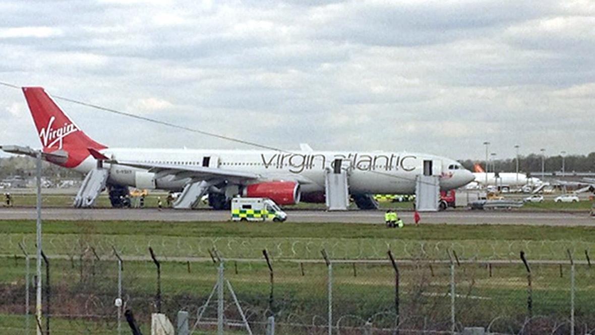 Nouzové přistání airbusu na letišti Gatwick