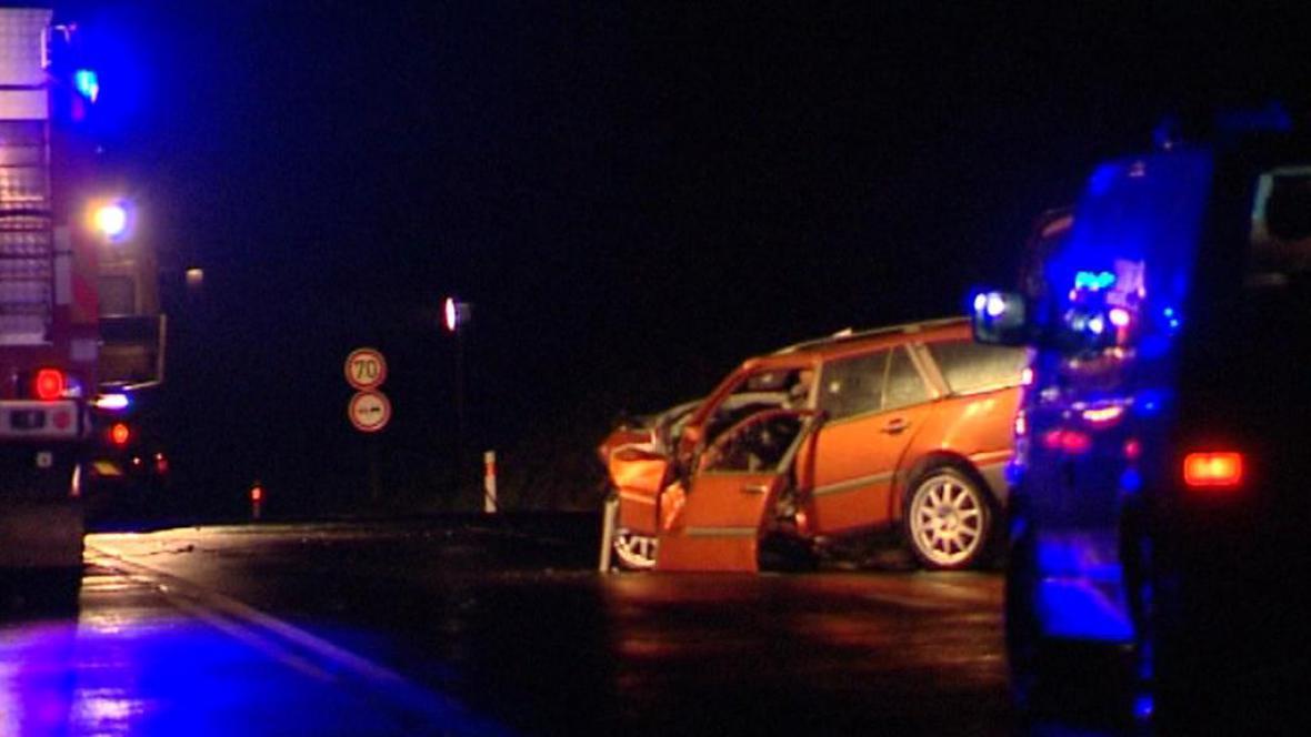 Srážka dvou osobních aut u Žalmanova na Karlovarsku