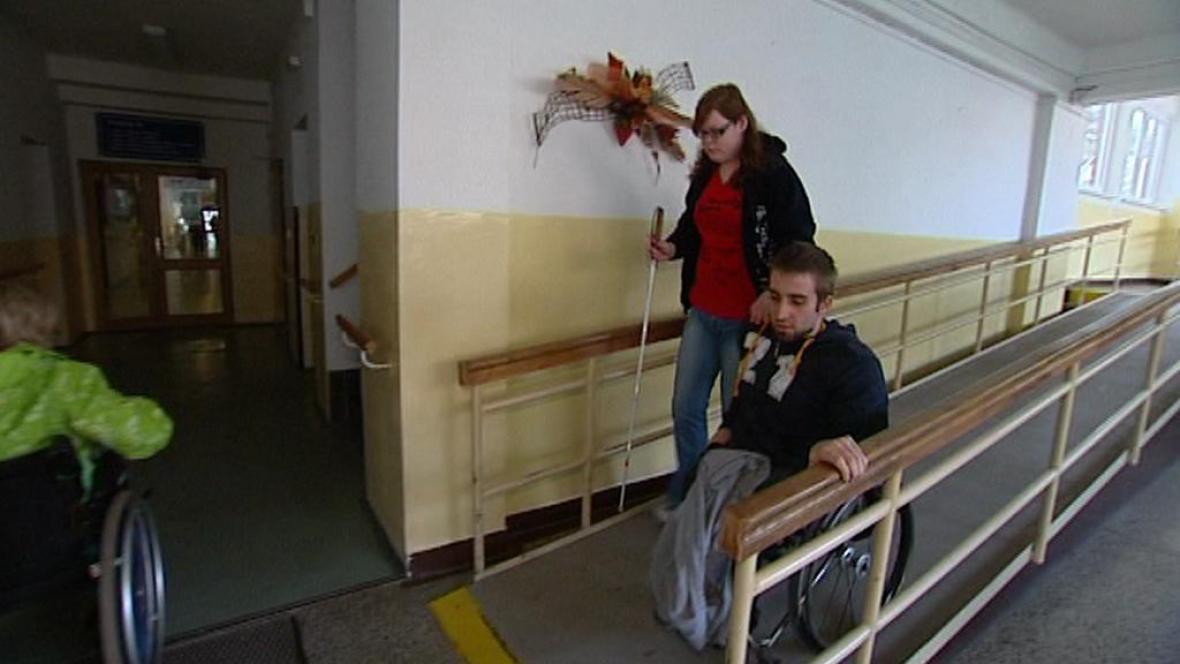 Handicapovaní studenti Kamila a Tomáš