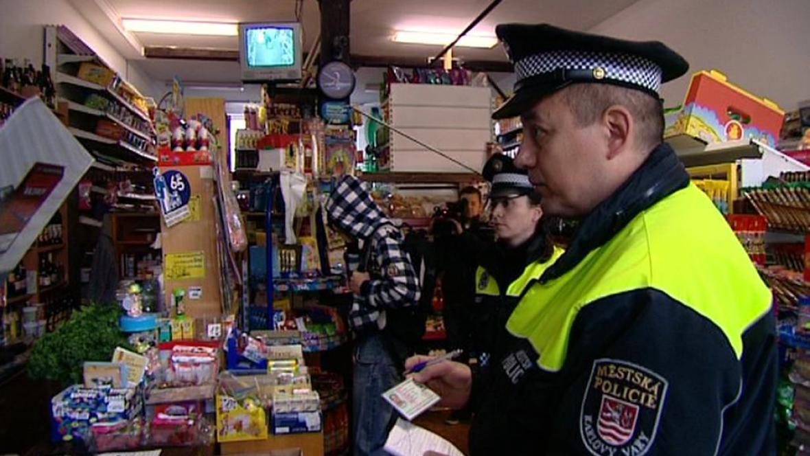 Policejní kontrola v trafice