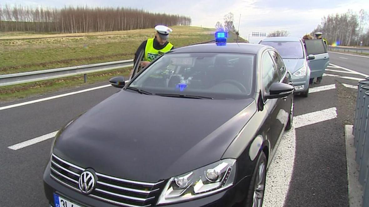 Policii přibyly vozy VW Passat