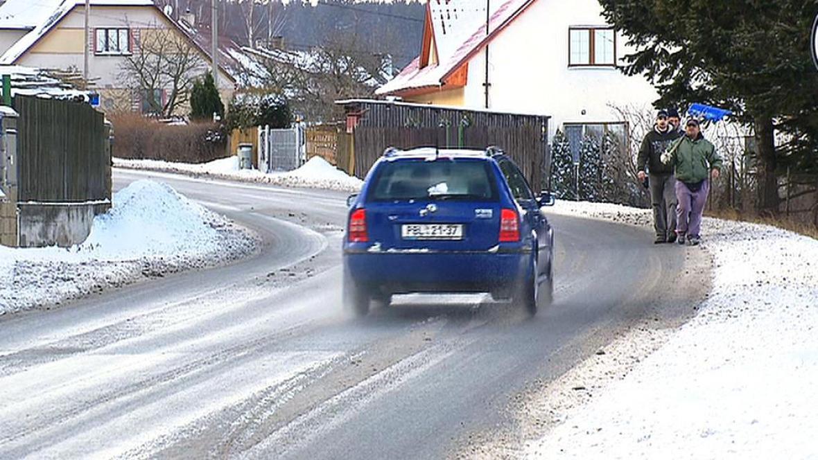 Silnice protínající Bohutín