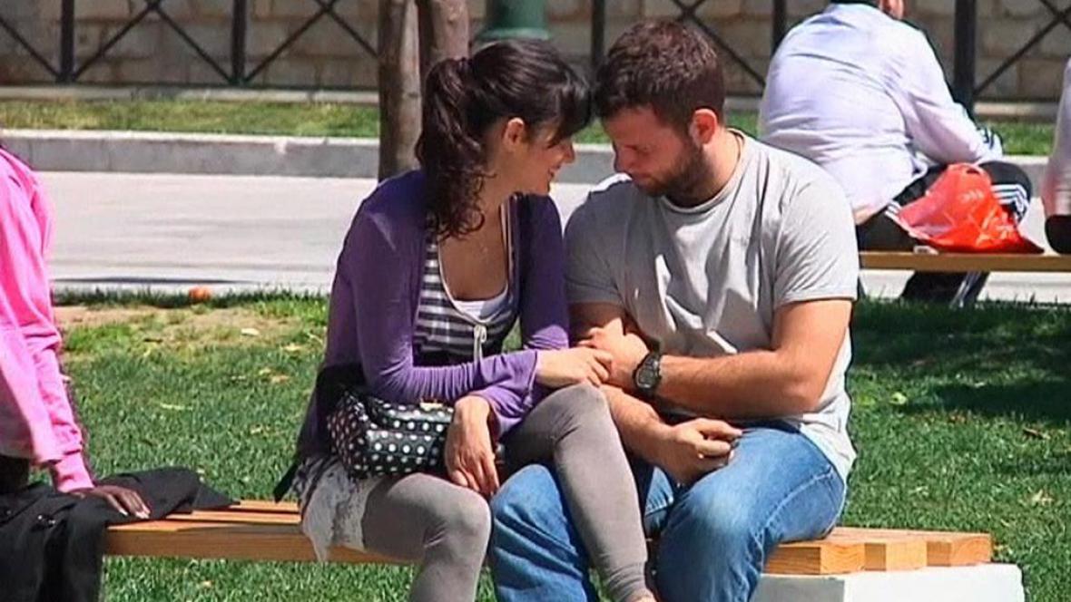 Pár v ulicích Atén