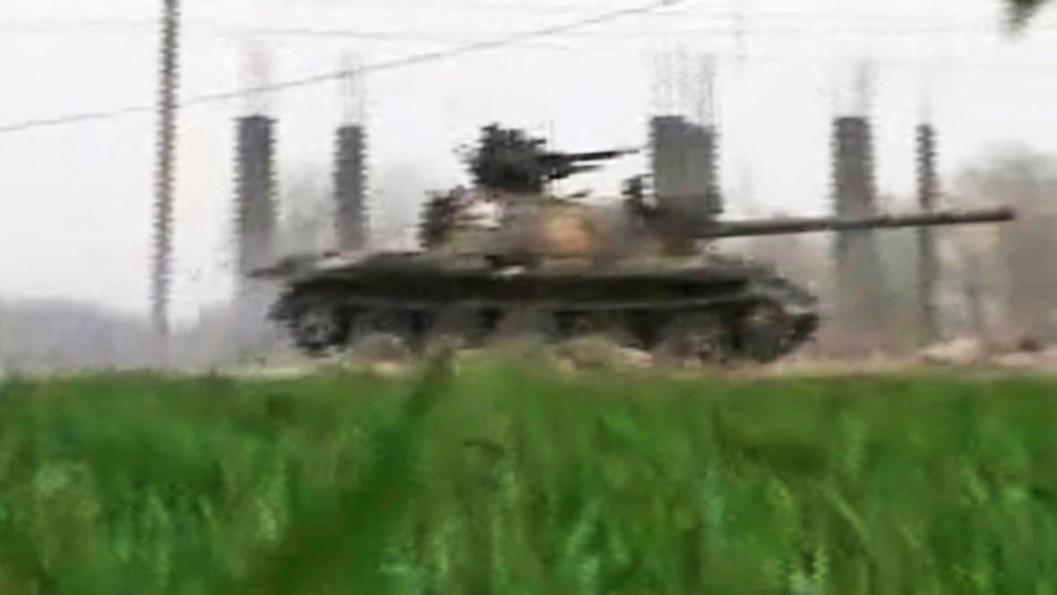 Syrská armáda v ulicích měst