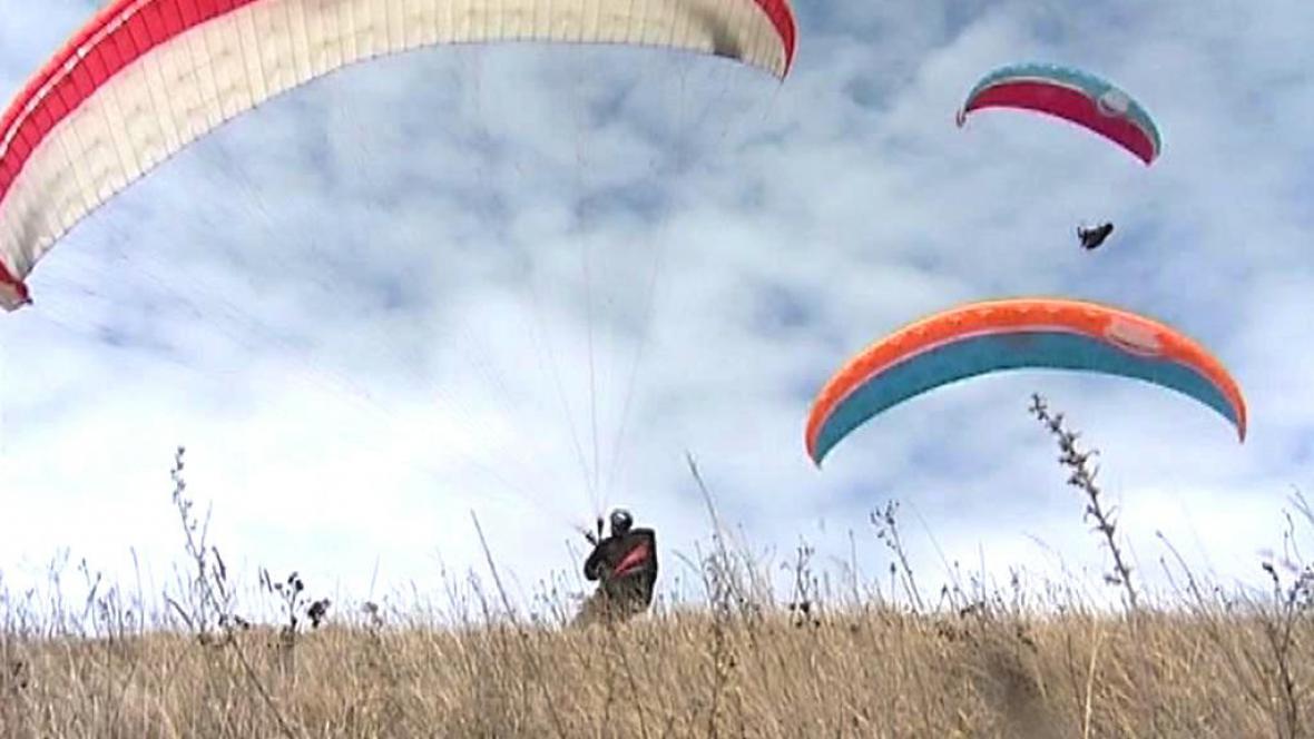 Paraglidisté na Pálavě