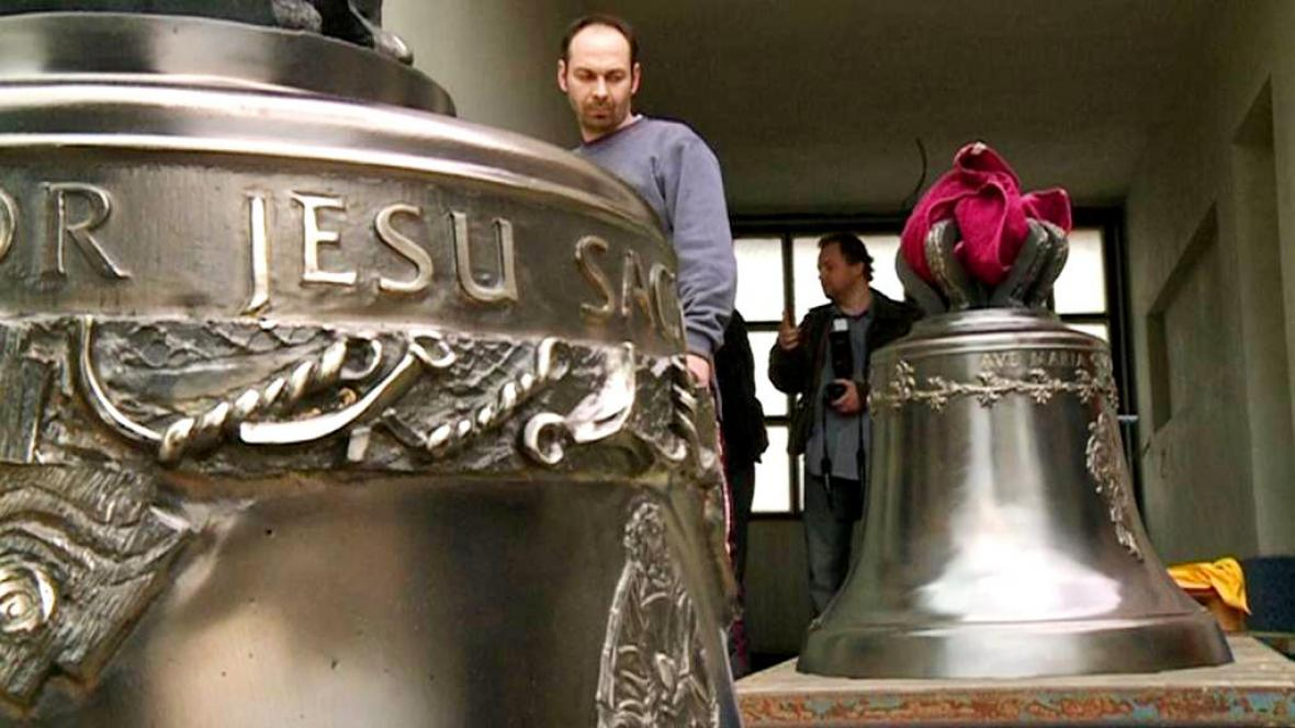 Zvony opuštějí dílnu v Brodku u Přerova