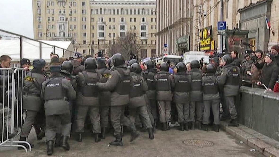 Zásah ruské policie proti demonstrantům