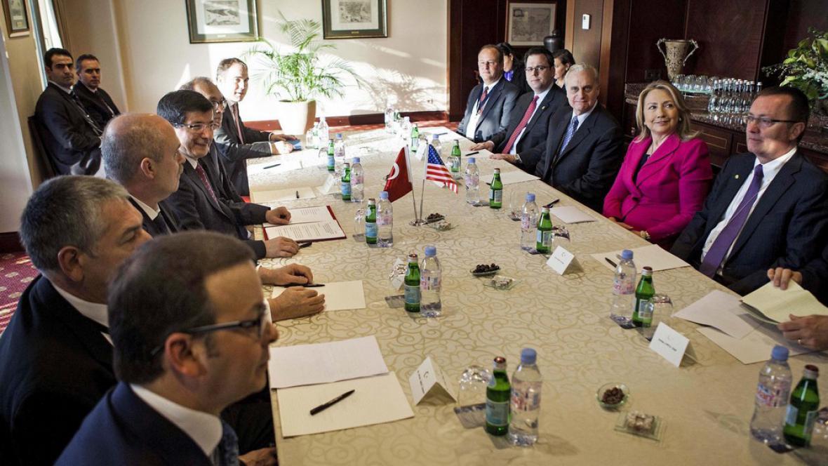 Hillary Clintonová na konferenci Přátel Sýrie v Istanbulu