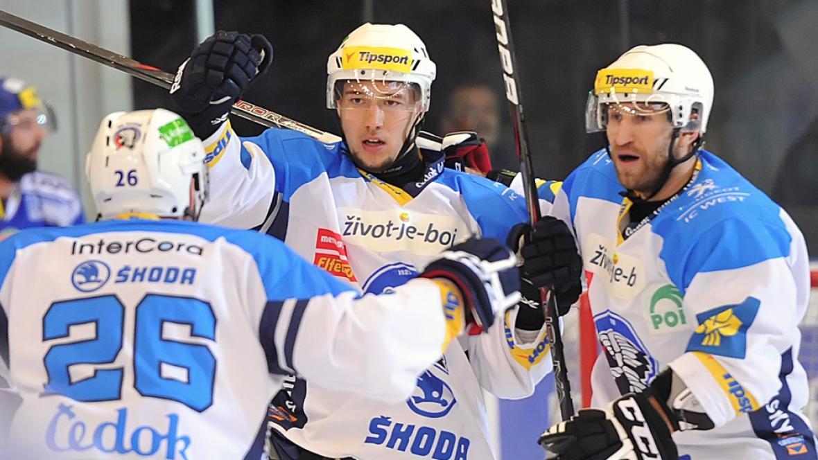 Plzeňští hokejisté se radují z gólu