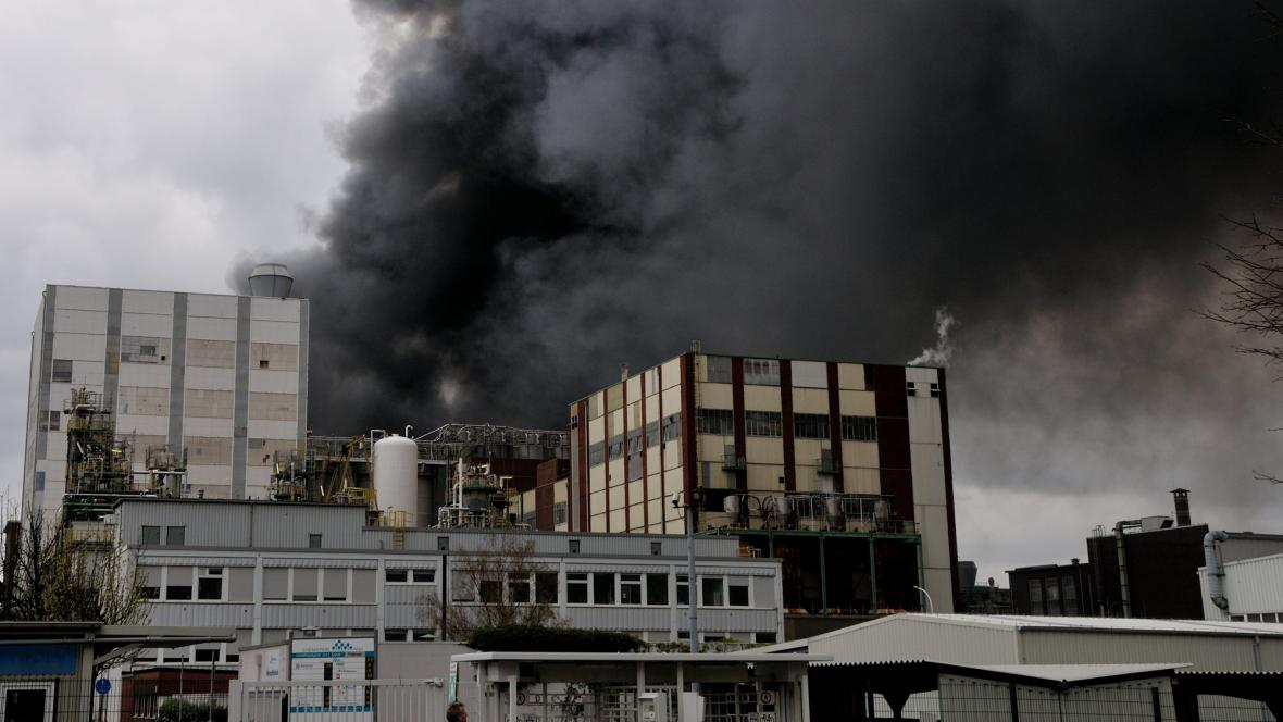 Požár v chemičce u Dortmundu