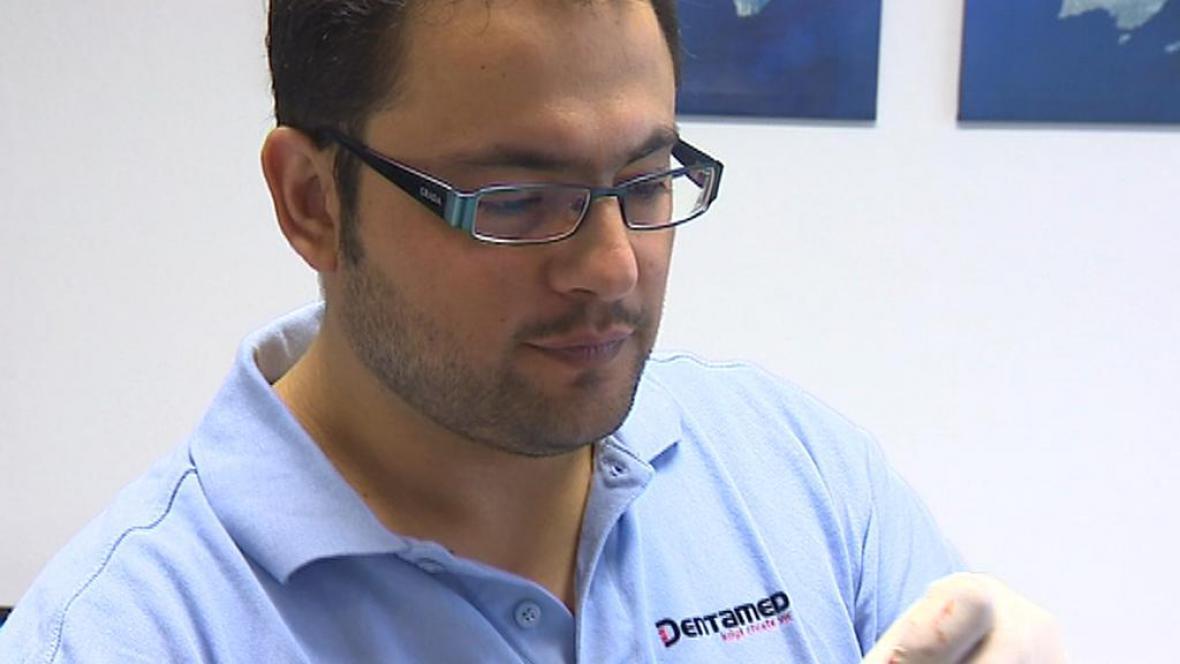 Chrastavský stomatolog Muhannad Aldeeb