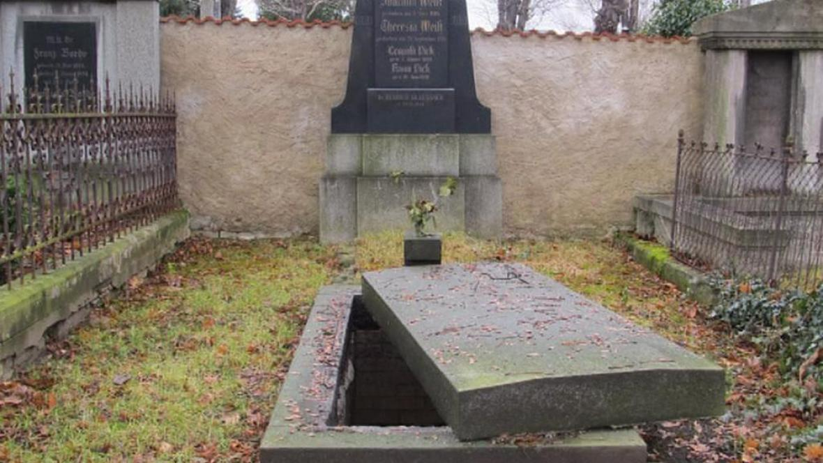 Vykradená hrobka