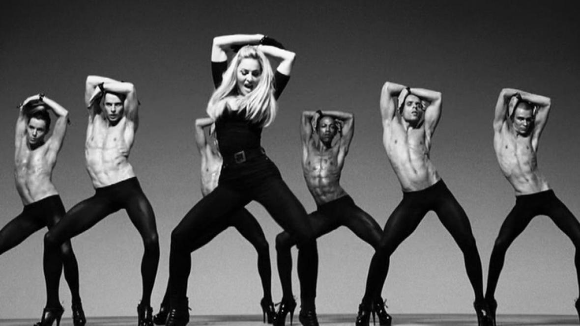 Madonna v klipu k desce MDNA
