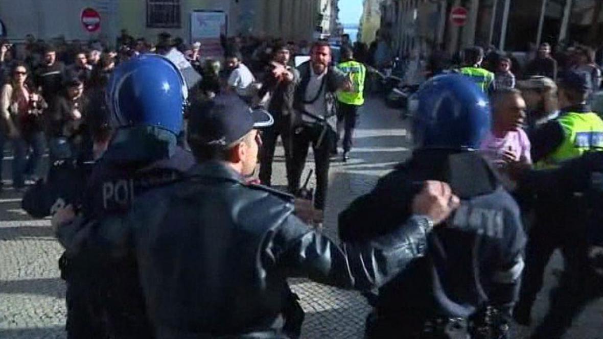 V Lisabonu se střetli policisté s demonstranty