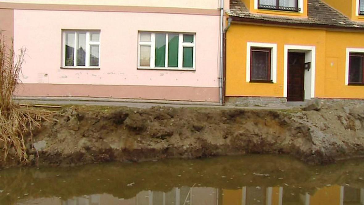 Farský potok protéká Trhovými Svinami
