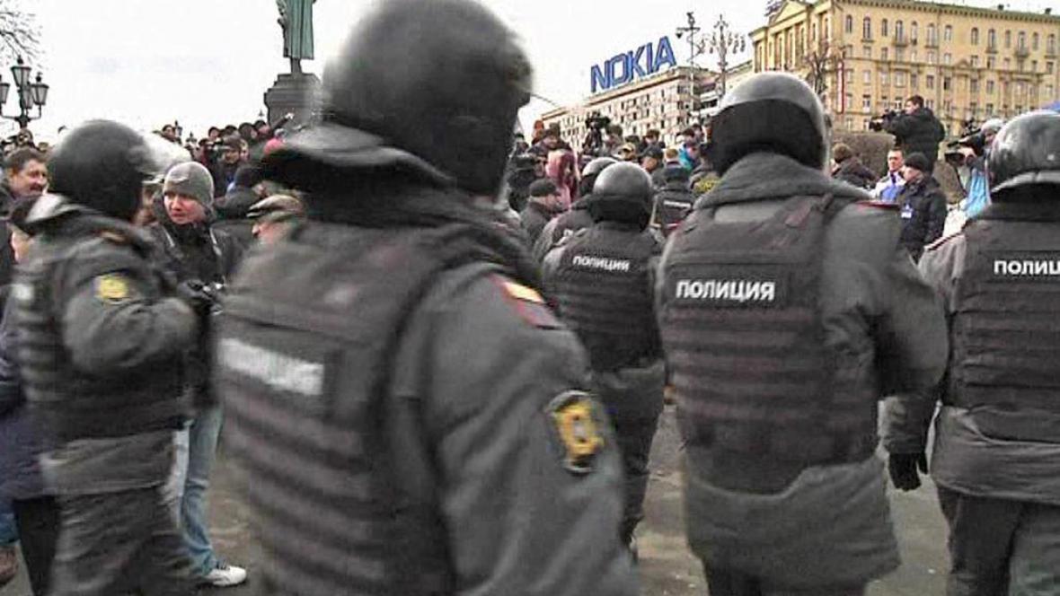 Zásah moskevské policie proti demonstrantům
