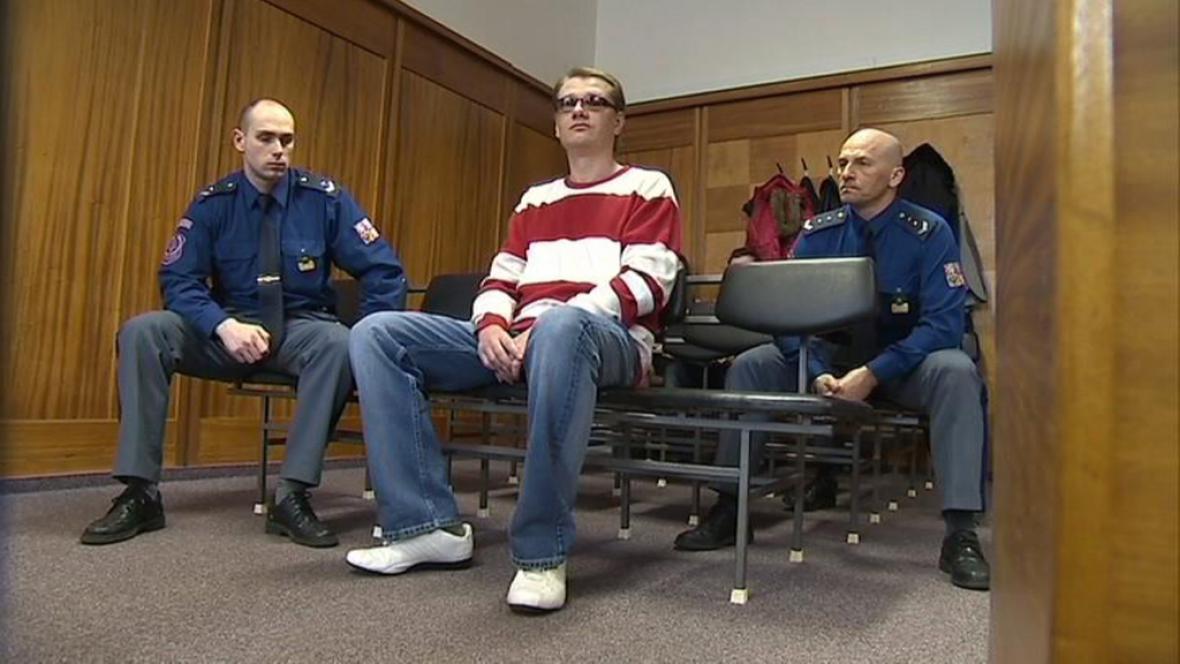 Obžalovaný před soudem