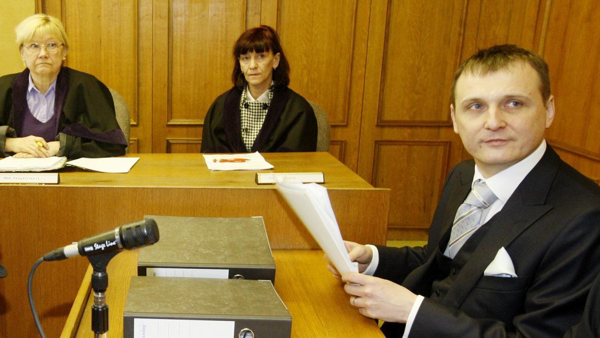Marie Jungwirthová (vlevo) při soudním řízení