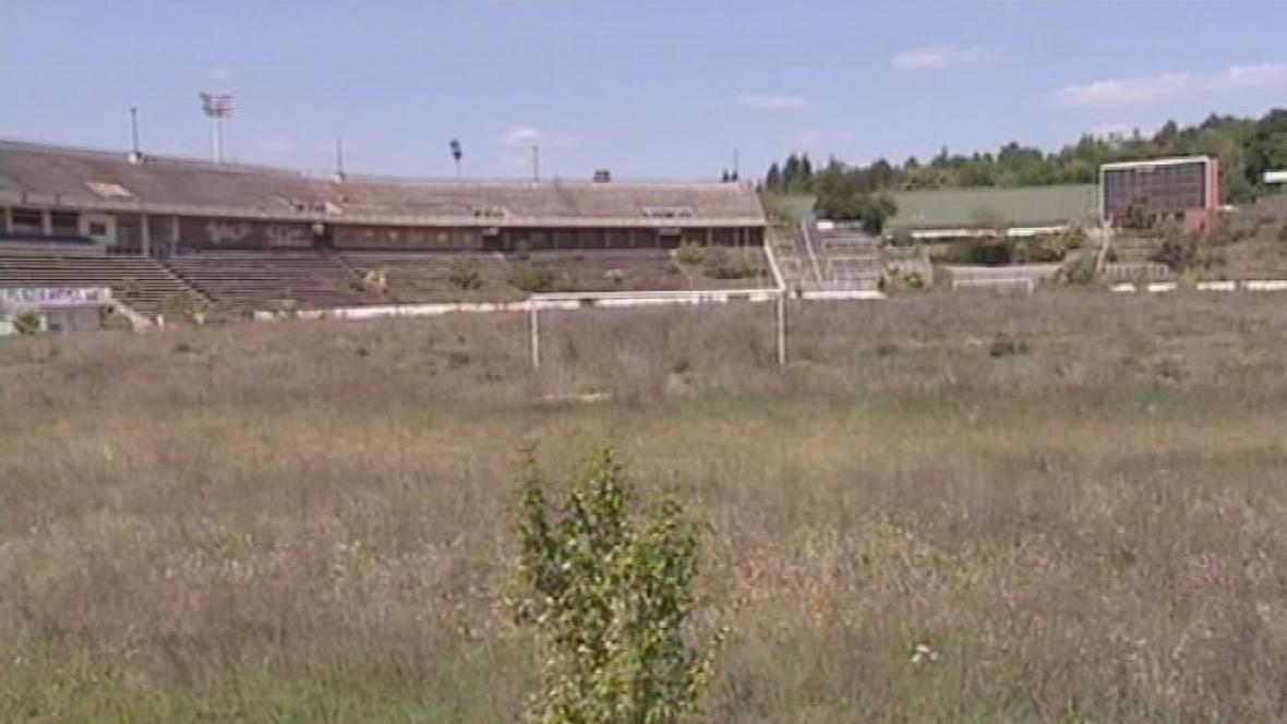 Z kdysi slavného stadionu je lesopark