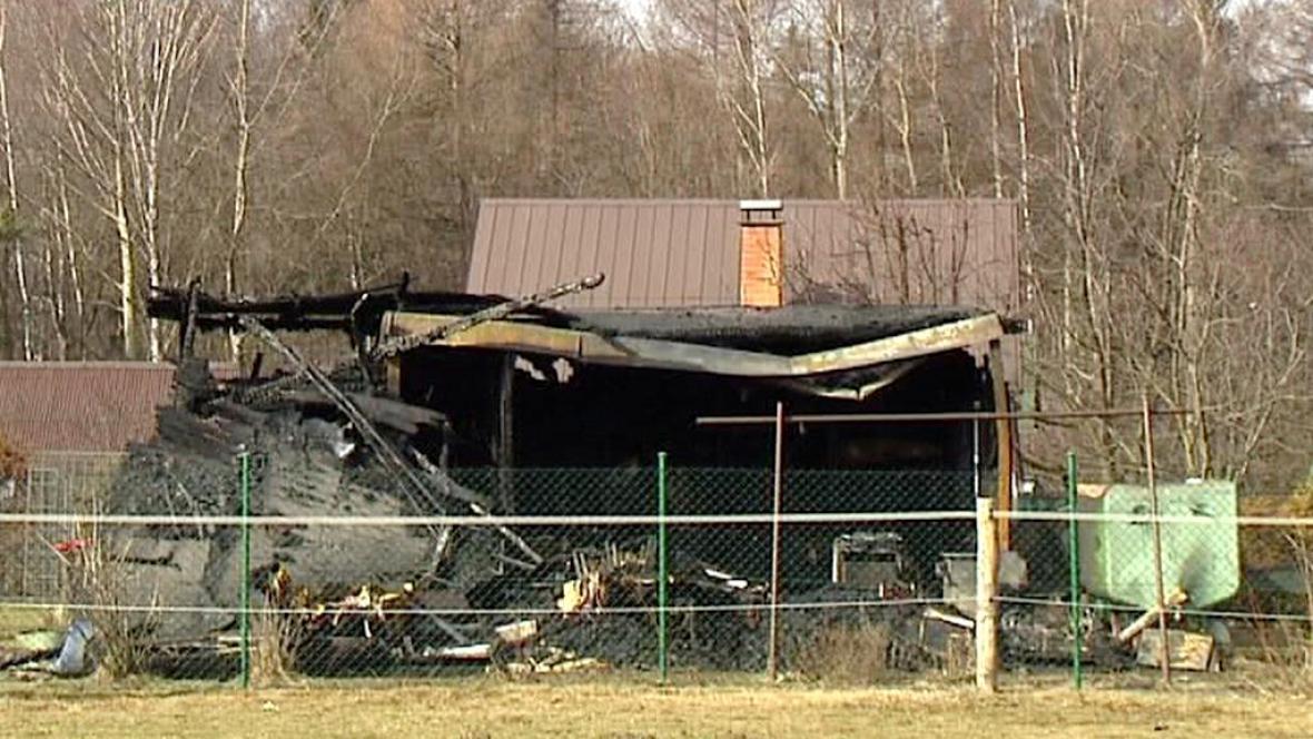 Vyhořelá chata na Karvinsku