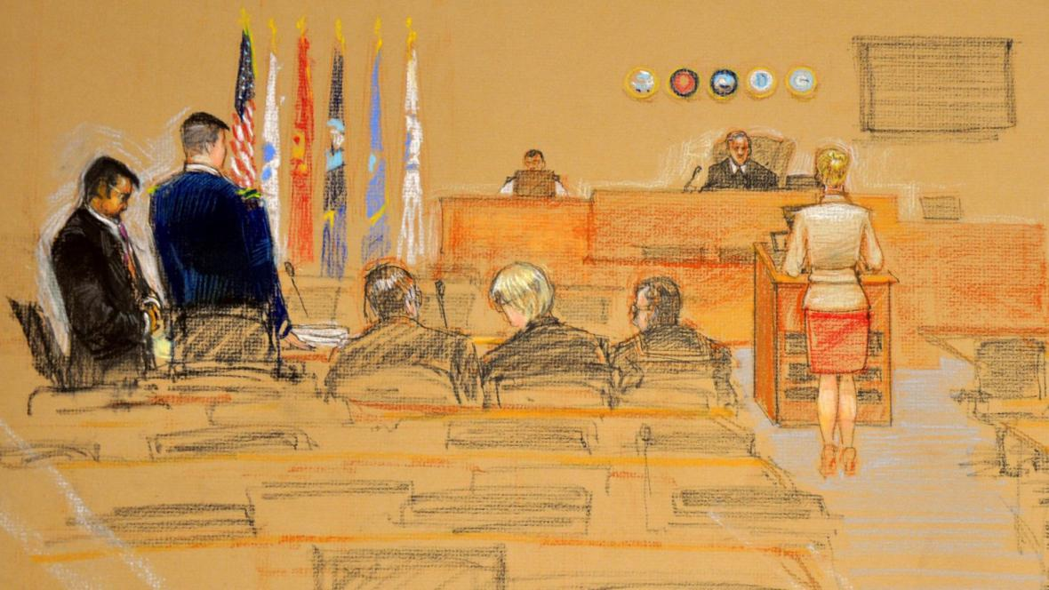 Skica procesu vojenského soudu na Guantánamu