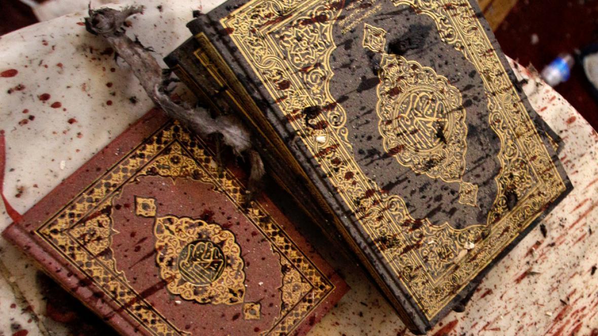 Korán s krvavými skvrnami