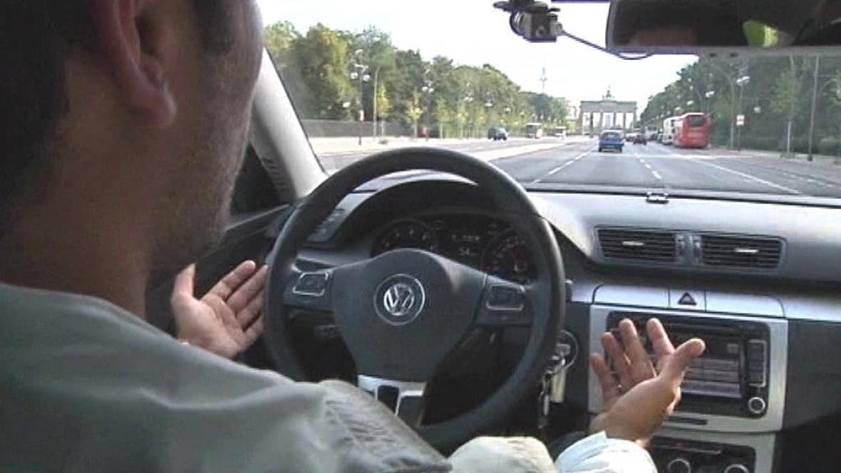 Auto, které jede i bez řidiče