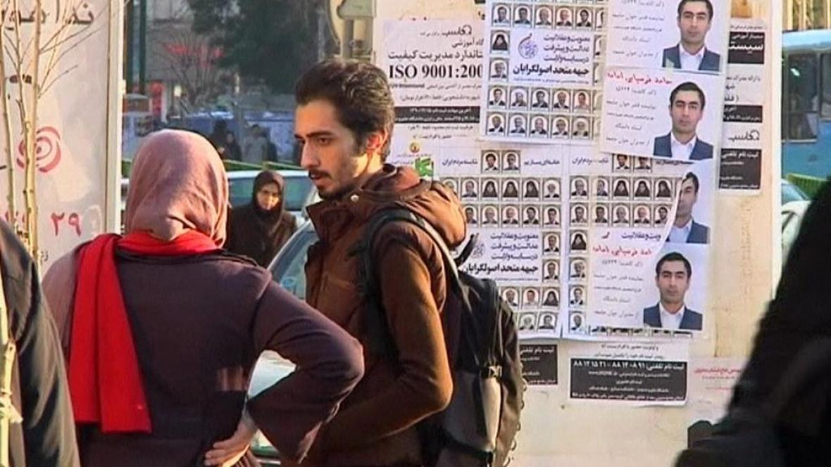 Írán čeká na volby