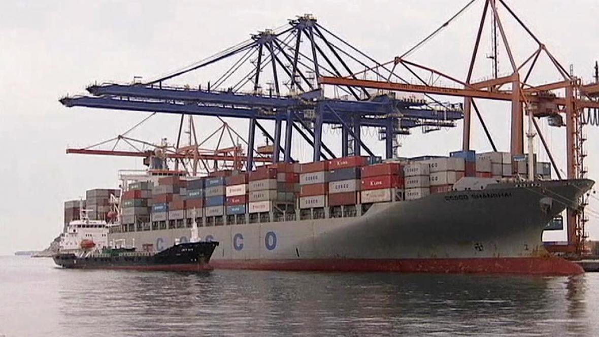 Čínská společnost Cosco v Aténském přístavu