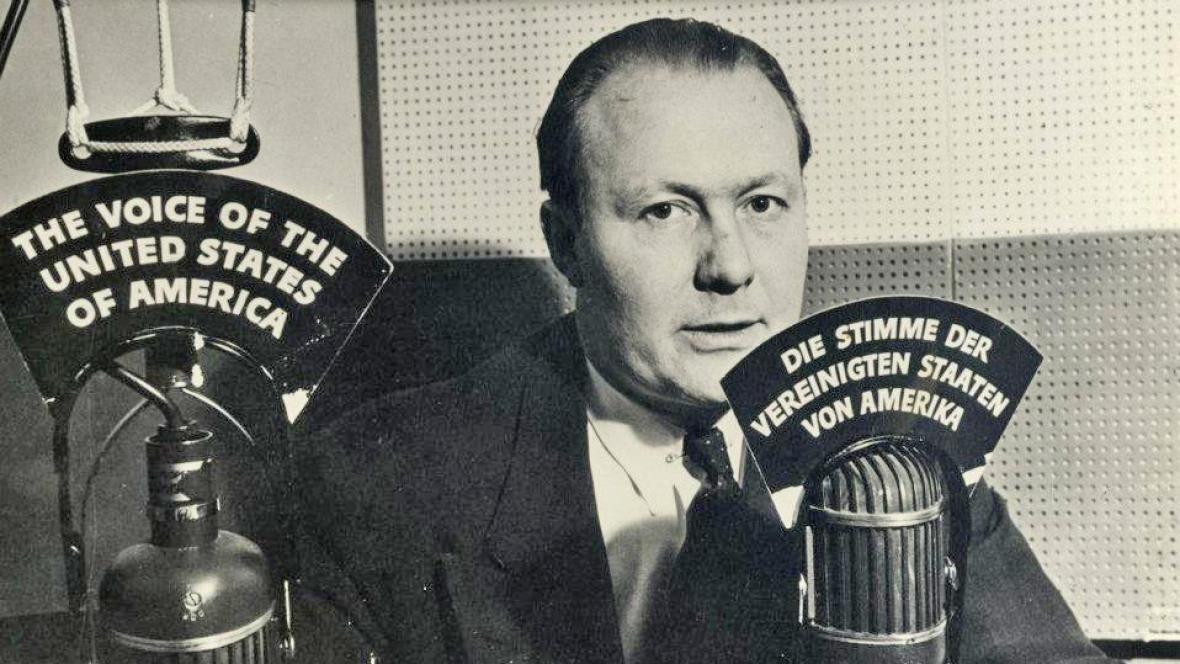 Vysílání Hlasu Amerika v roce 1942