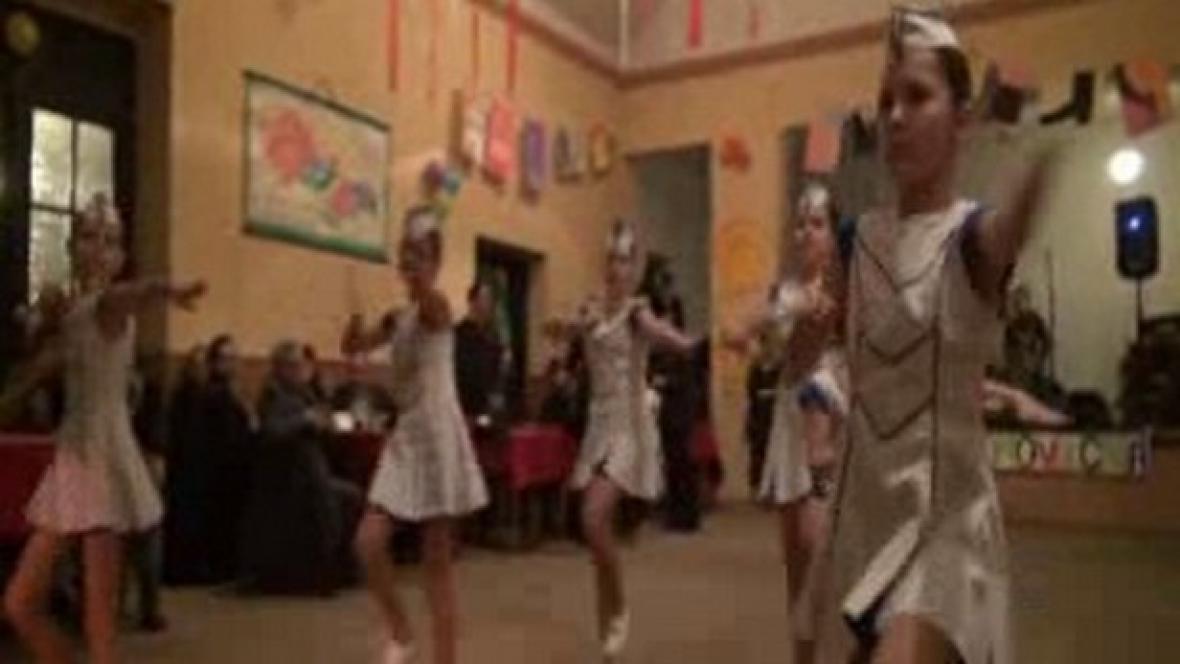 Majoretky při plesovém vystoupení