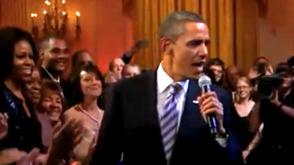 Obama zpívá Sweet Home Chicago