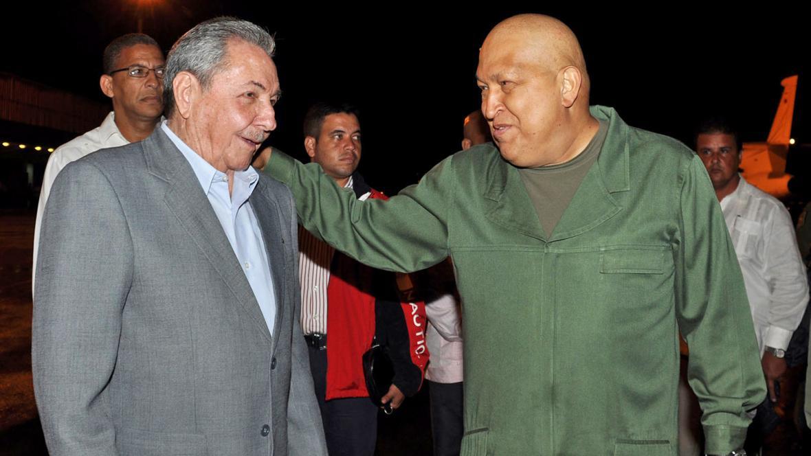 Raúl Castro a Hugo Chávez