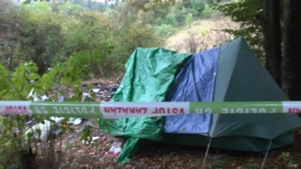 Místo, kde mladíci zapálili stan s bezdomovci